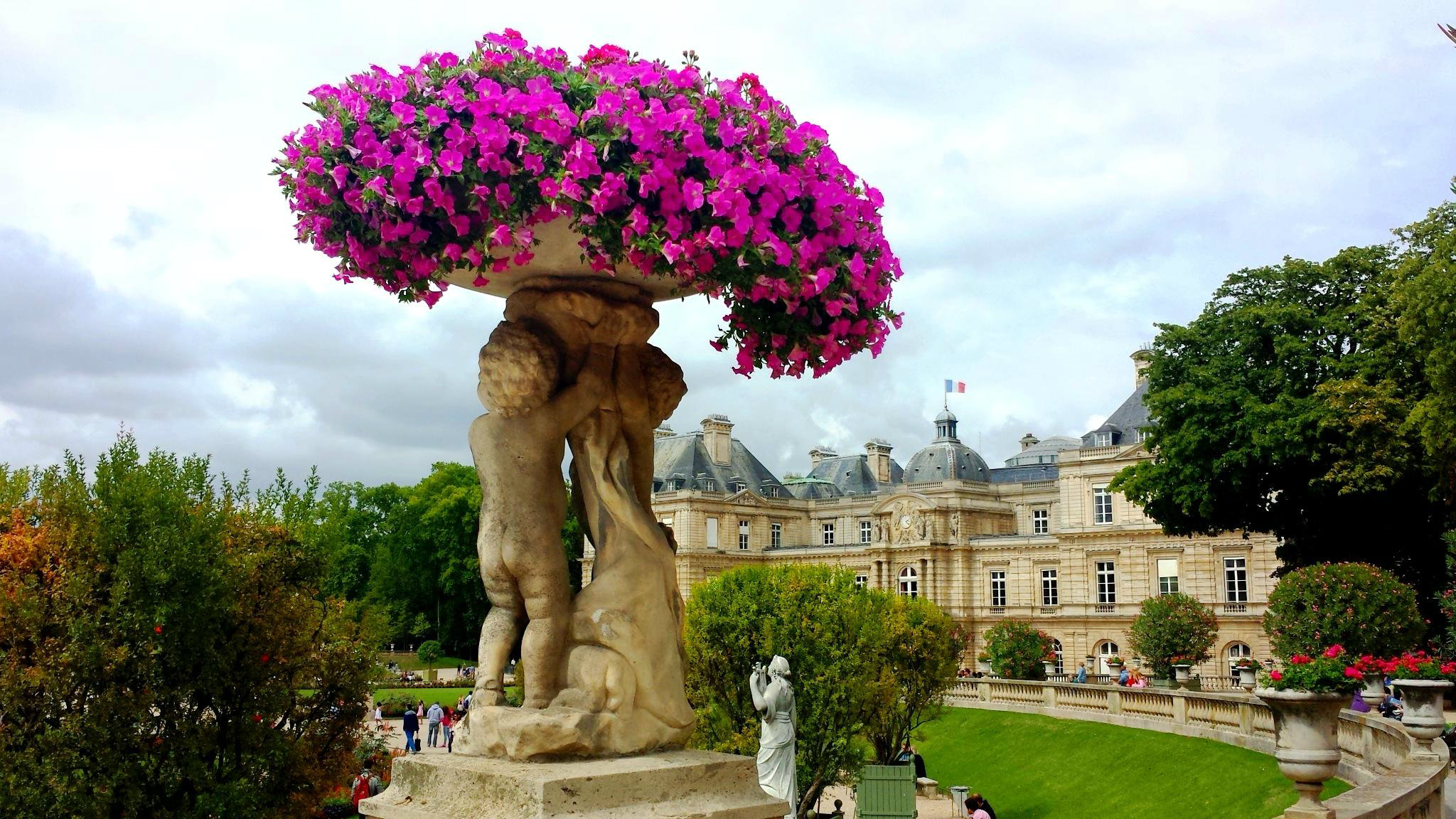 7 hot tourist attractions in paris worldly resort for Jardines luxemburgo