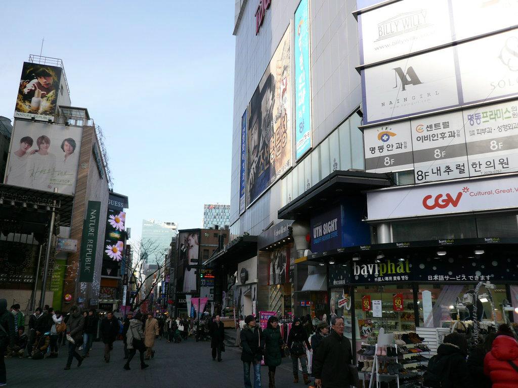 Myeongdong_Shopping_Street-Seoul