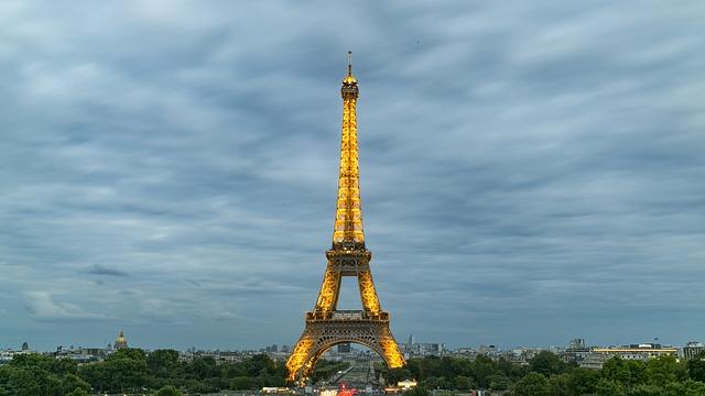 File:Paris(Champs-Élysées).JPG